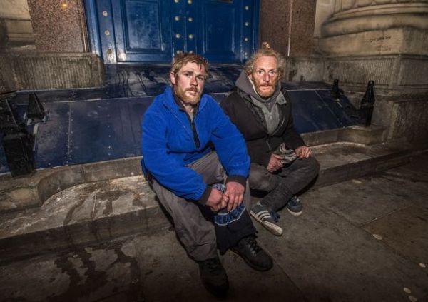 ホームレスの二人.jpg